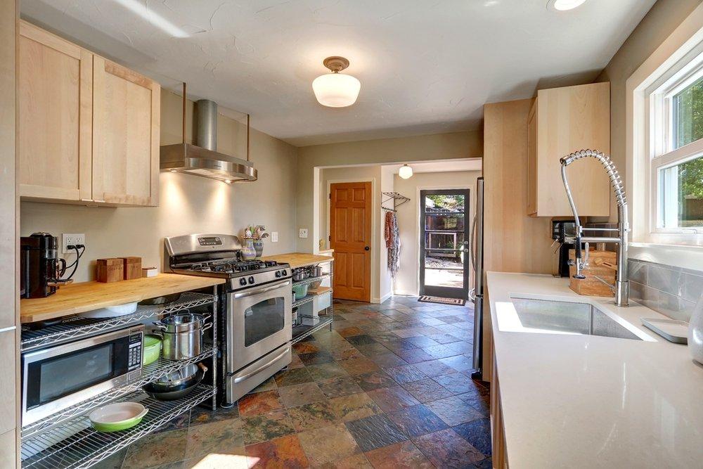 kitchen range shot.jpg