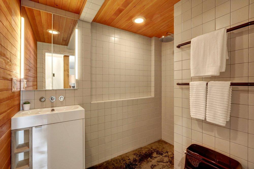 MIL bathroom.jpg
