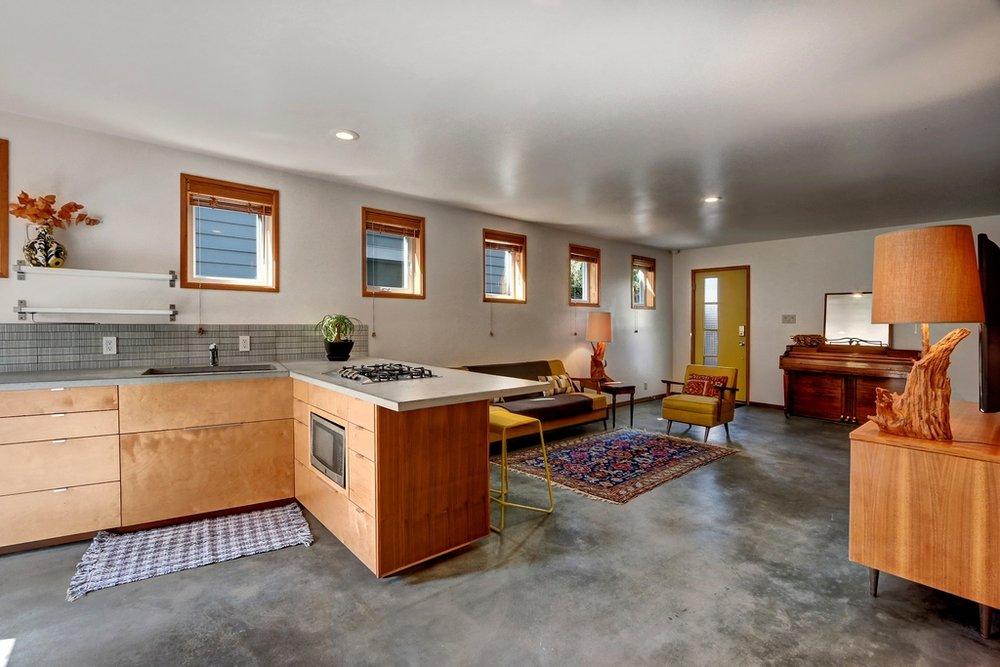 MIL kitchen to livingrm.jpg