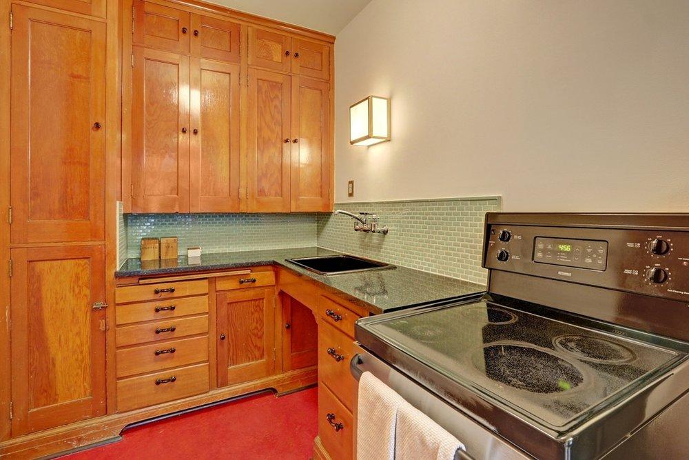 kitchen to stove.jpg