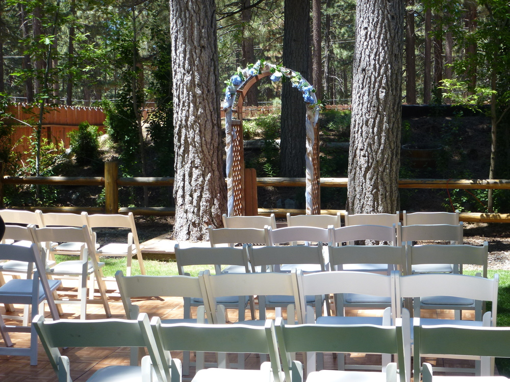 Forest wedding venues provided the perfect mix of romanticism & seculsion for Sam & Kristi