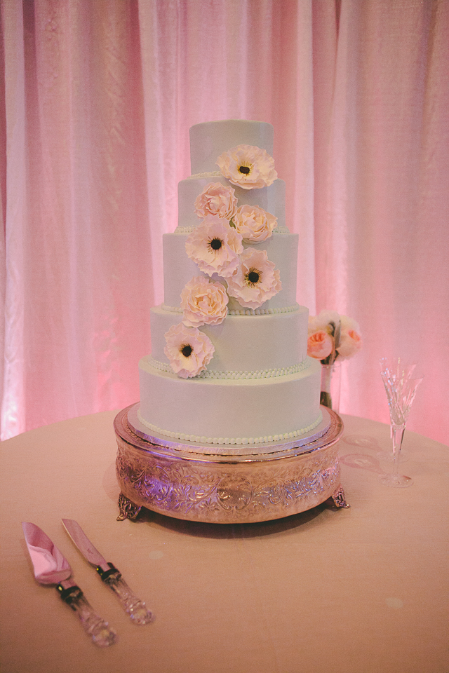 13. Wedding Cake with Natural Elegant Flare.jpg