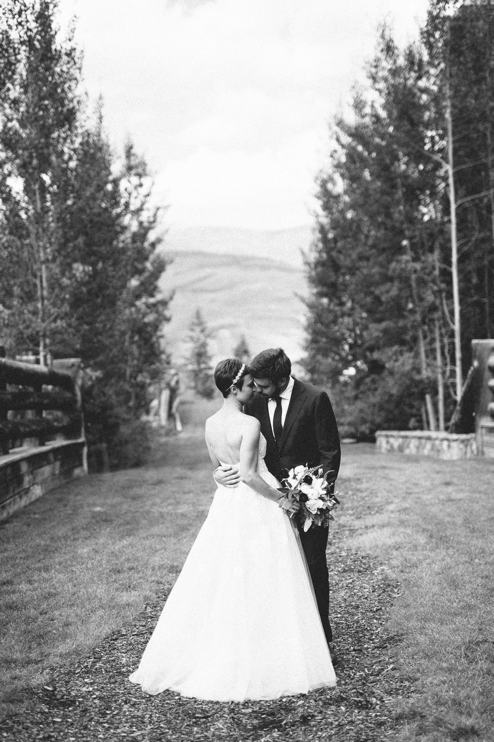 Real wedding alina brad rich romantic mountain Allie s cabin beaver creek