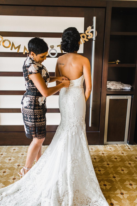 GETTING-READY-RANCH-DENVER-COLORADO-WEDDING-PHOTOGRAPHER-206.jpg