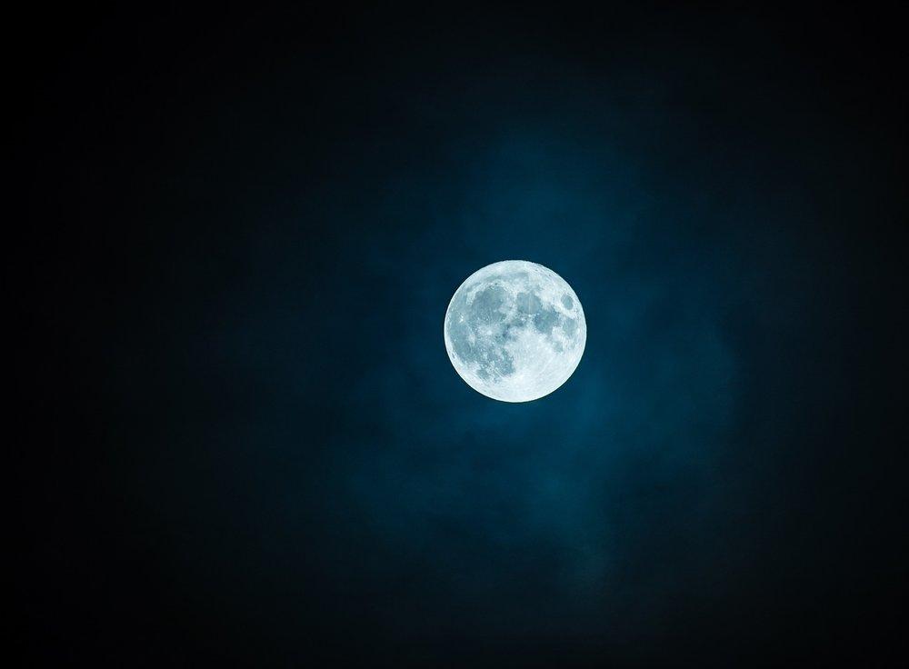 moon-1859616_1920.jpg