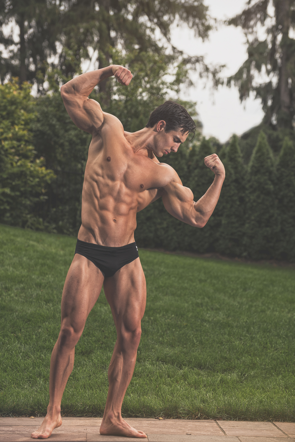 Hamilton Toronto Fitness Photographer - Rob Monroe Posing - photo by Marek Michalek.jpg