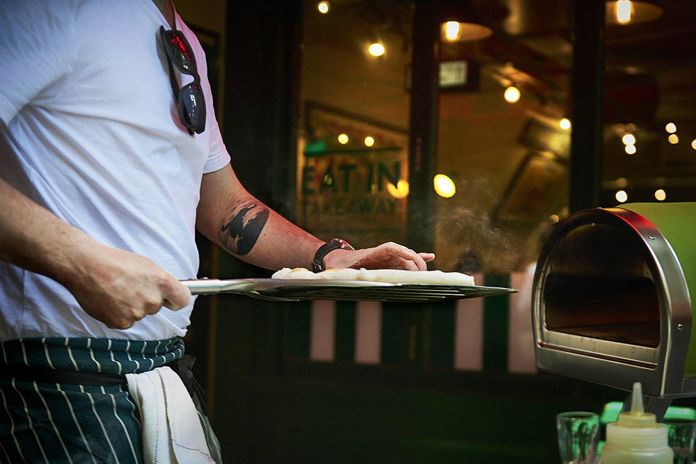 food-photographer-london-food-photography-recipe-recipes-streetfood-street-food-hall-foodhall-cookery-cooking-grummett-scott-scottgrummett-carnaby-street-fire-director-image-images-uk-worldwide-new-york-newyork-paris-blue-top-bbq-barbecue-fire-pizza-pizzapilgrims-pilgrims