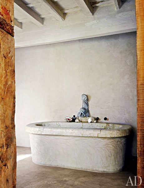 item6.rendition.slideshowWideVertical.labeque-08-bath.jpg