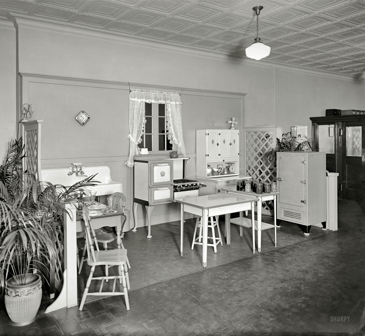 Woodward & Lothrop Kitchen , 1926 National Photo Company Collection