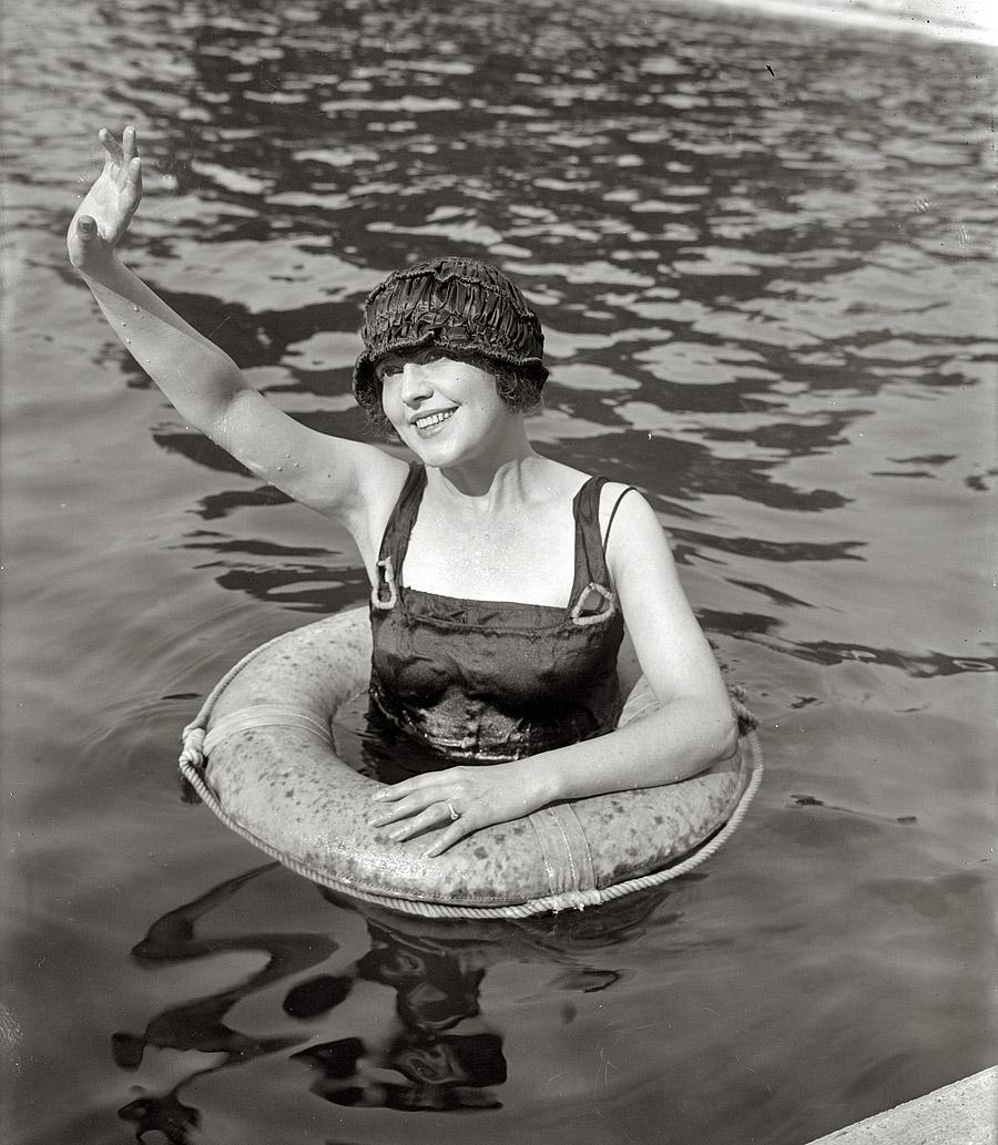 Valentine in Pool , 1920 George Grantham Bain