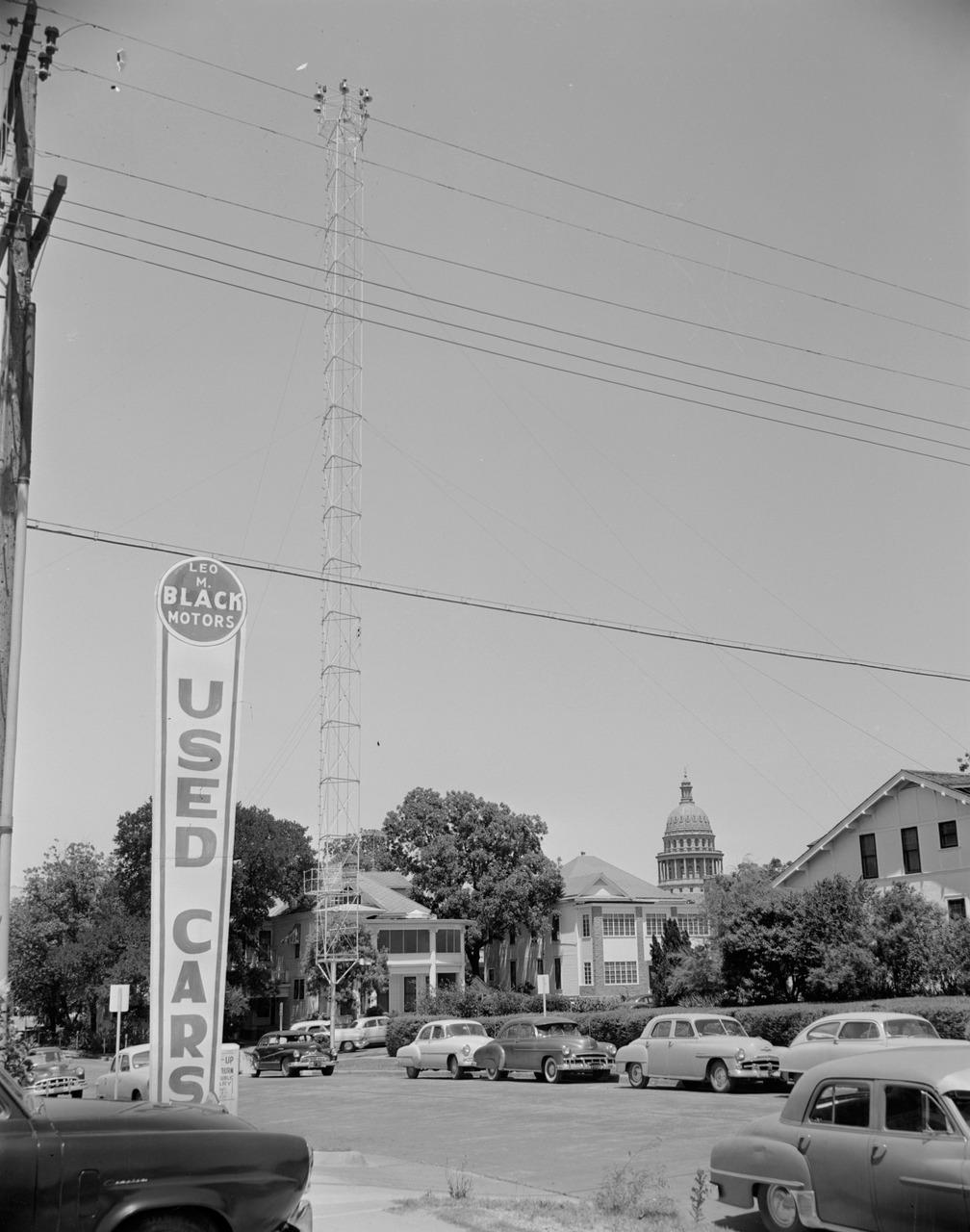 Moonlight Tower , 1954 Neal Douglass
