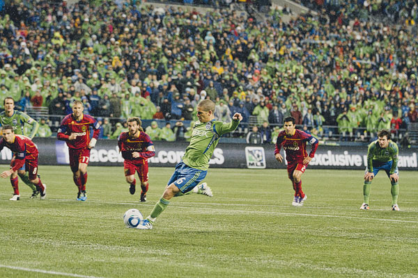 penalty kick alonso Sounders