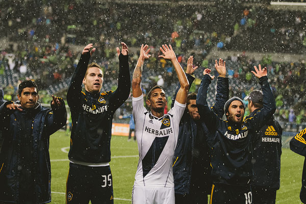 LA Galaxy win playoff match against sounders
