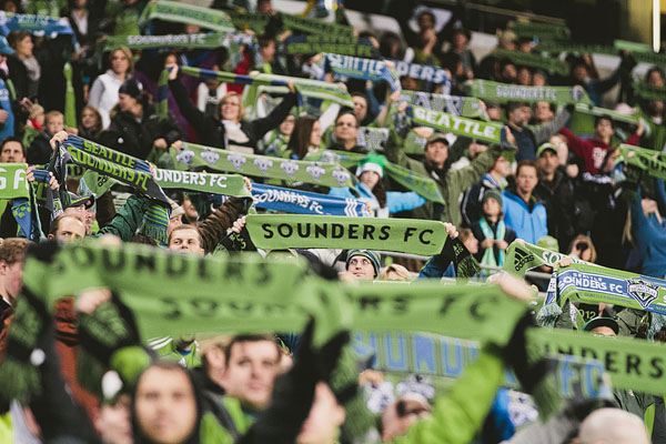 seattle sounders FC scarves up