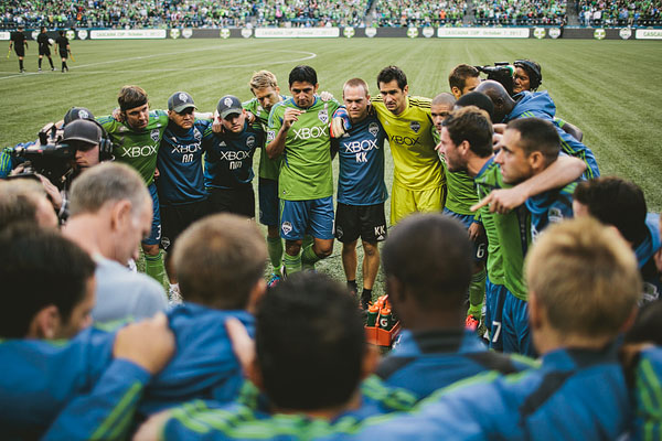 team huddle seattle sounders