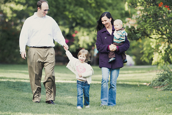 Seattle family photography photographed by Mike Fiechtner Photography at the University of Washington Arboretum