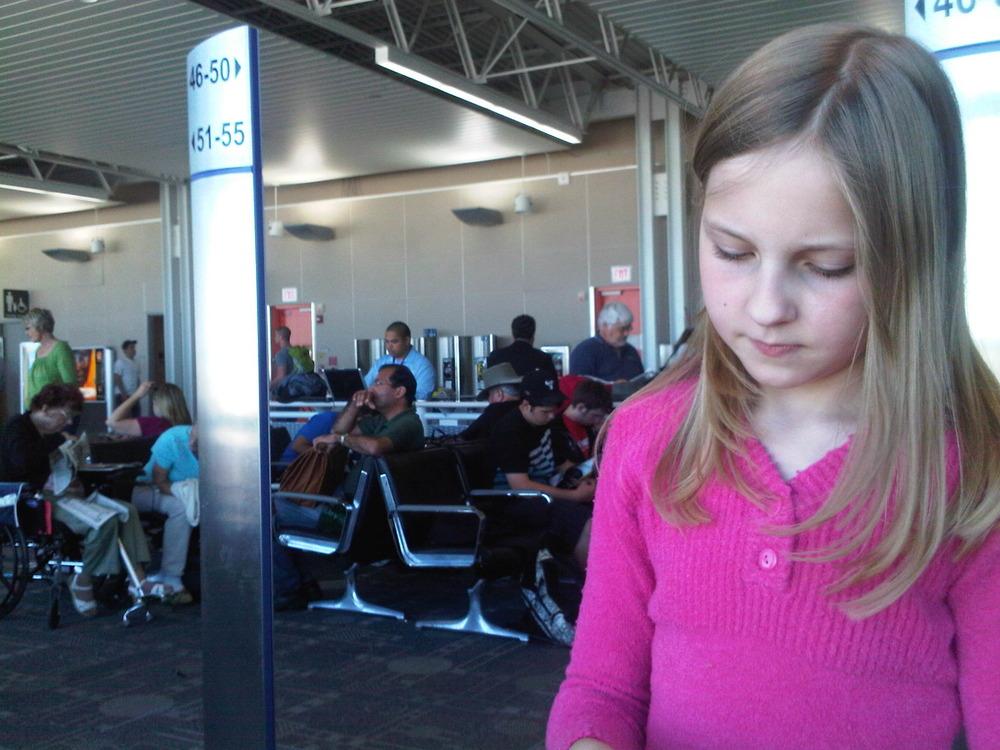 Olivia_at_the_airport