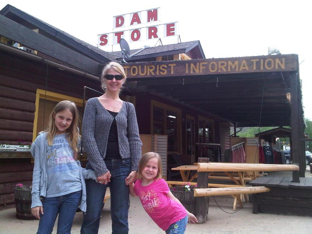 Dam_store_photo
