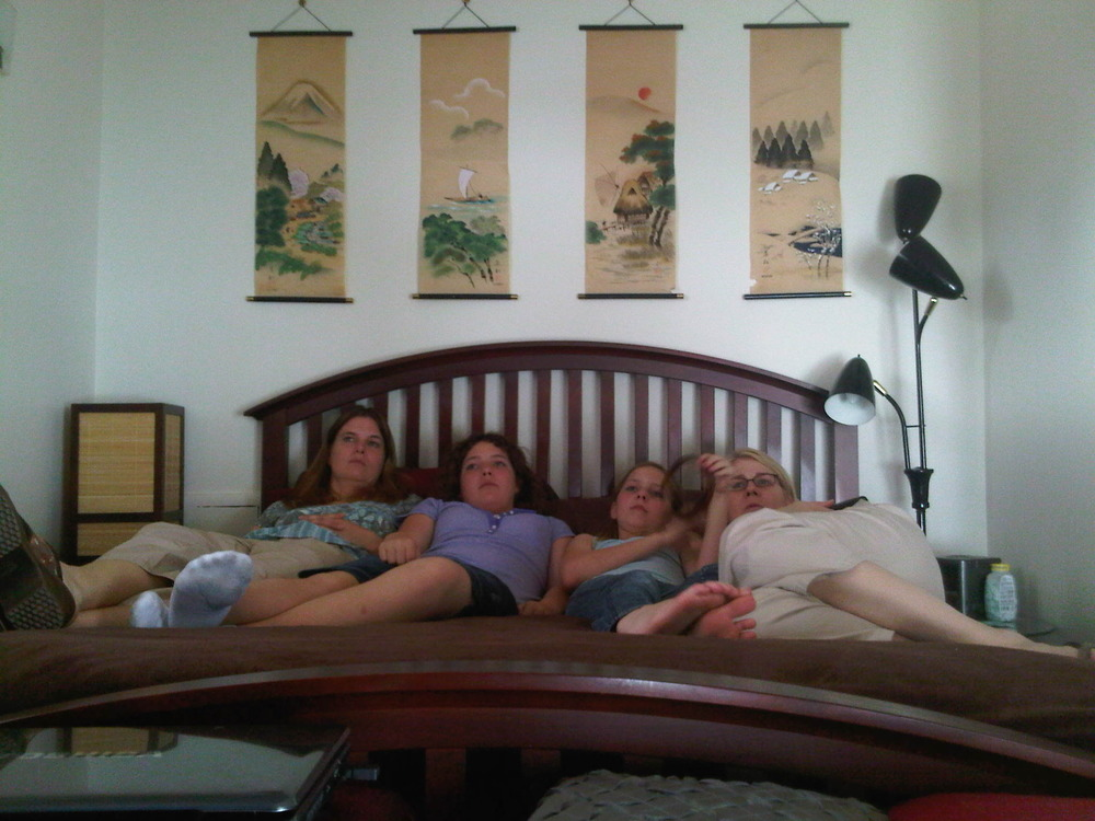 Girls_in_bed