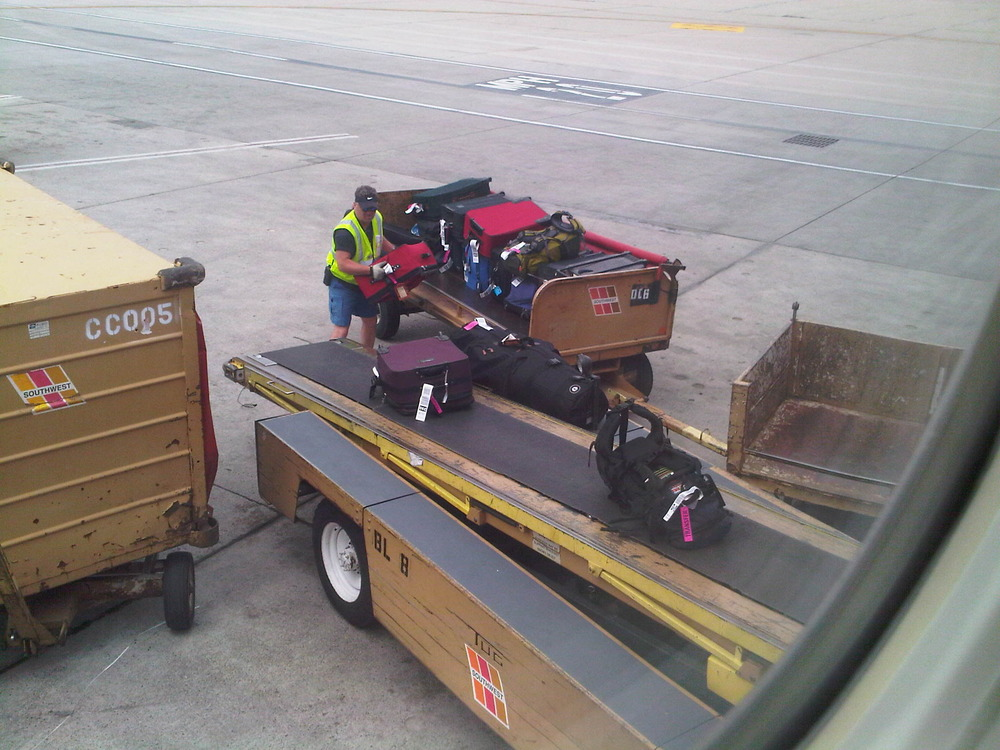 Loading_the_luggage