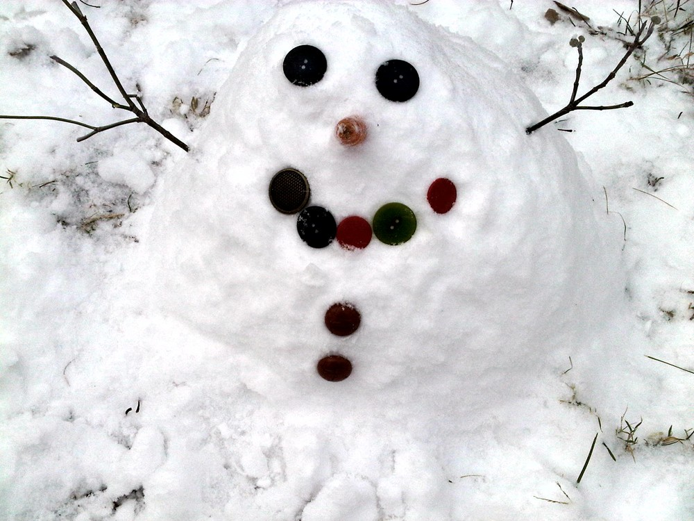 Snowman_made_by_mia_and_oiivia