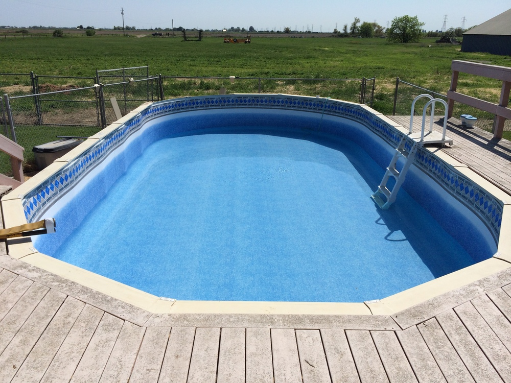 Ez clip liner installed and the pool looks brand new Liner 5 50 x 1 32