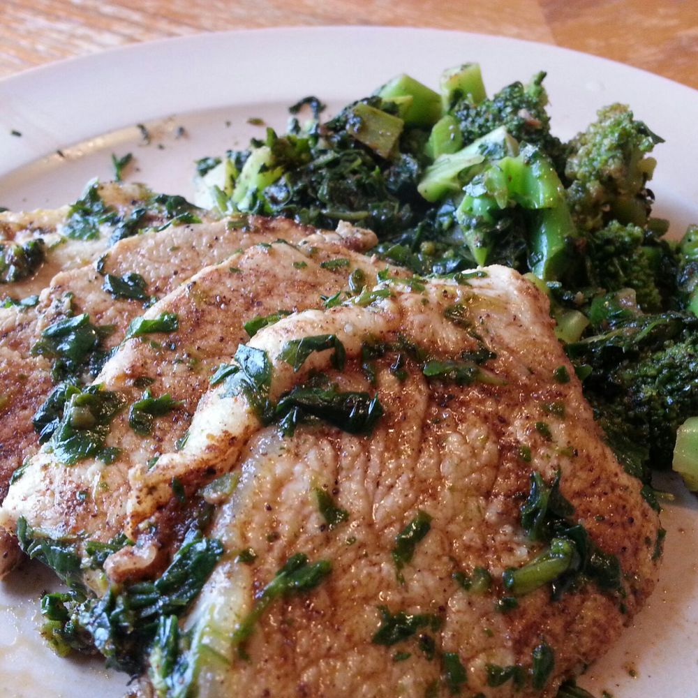 pork chops with spinach and broccoli