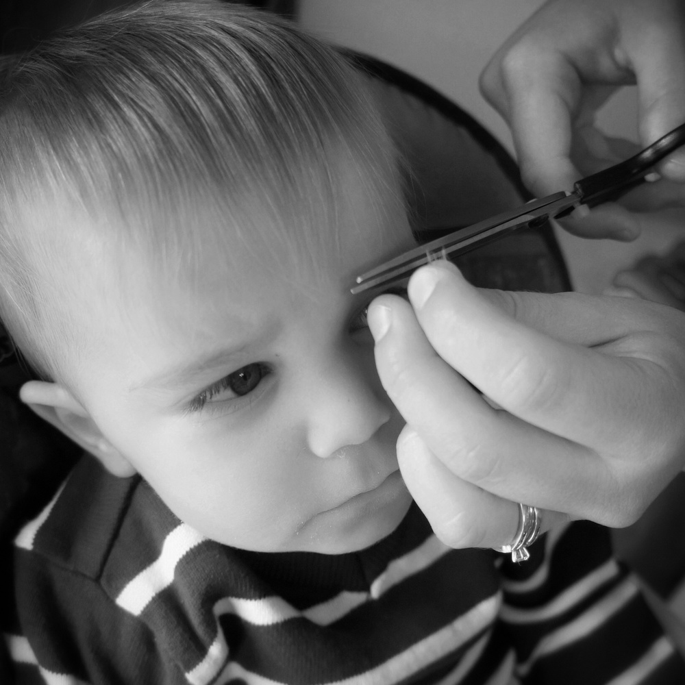 Ryker getting his hair trimmed by mommy