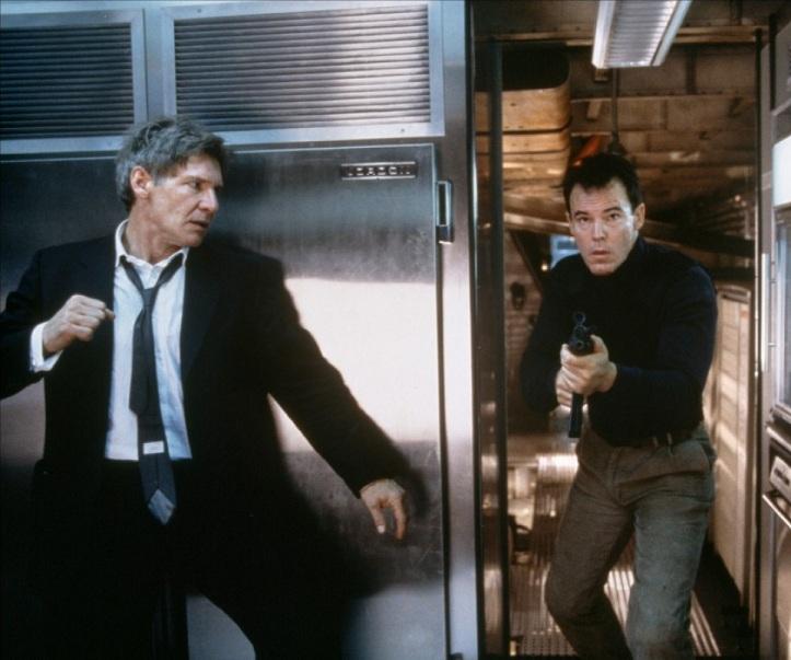 Terroristerna skickar ner underhuggare en och en, till en väntande Harrison Ford-näve.