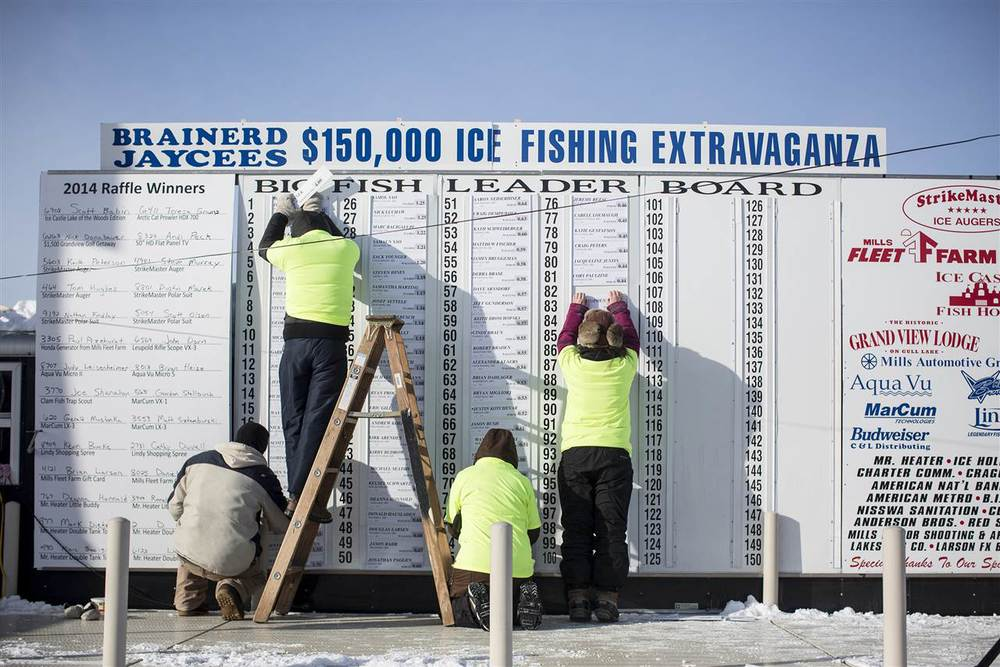 ss-140203-minn-ice-fishing-14.nbcnews-ux-1280-900.jpg