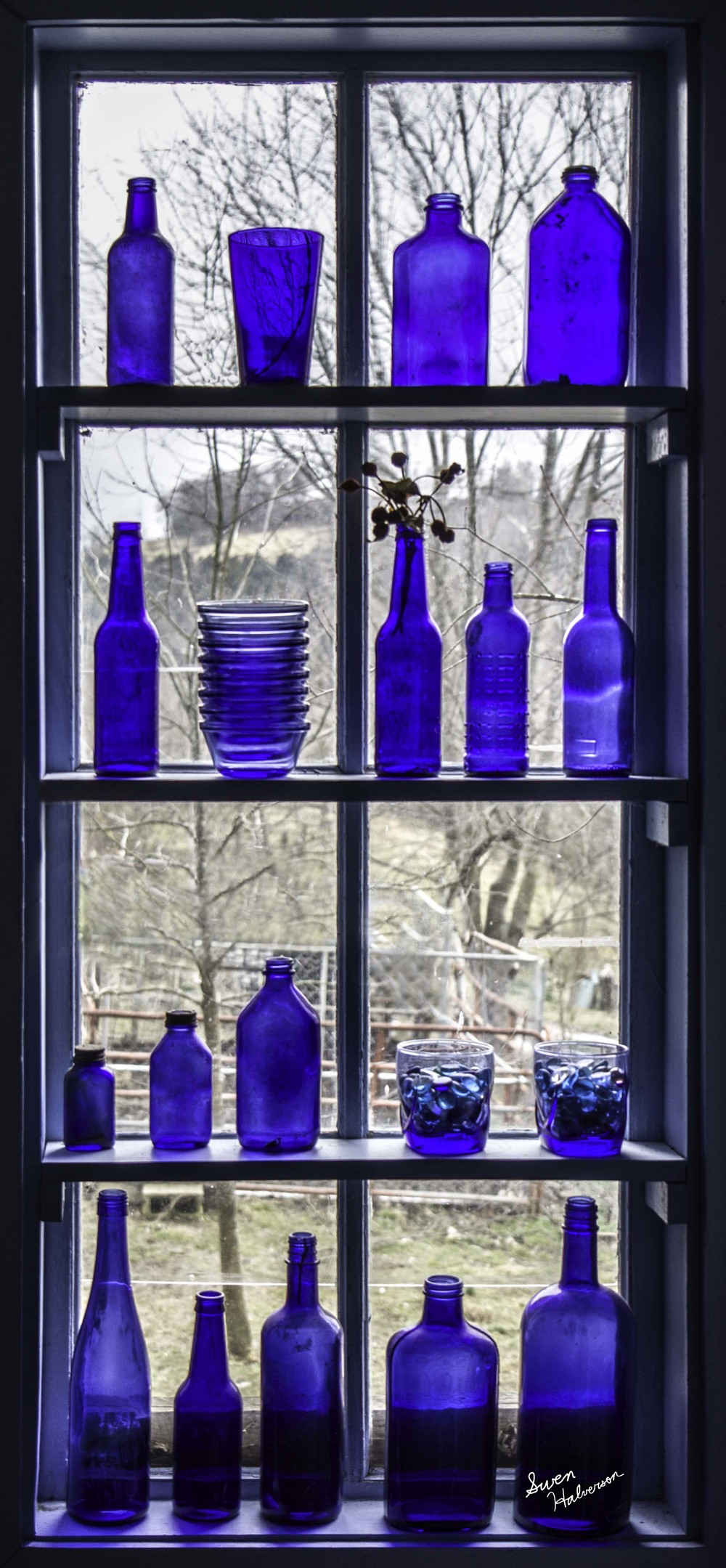 Theme: Melodic Title: Blue Jar Window