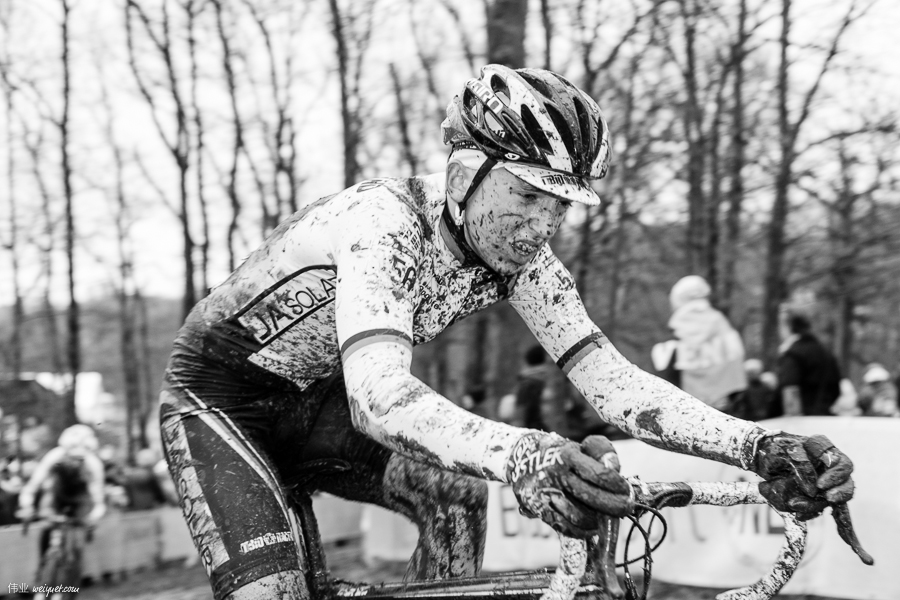 A typical cyclocross course goes through a few different terrains: meadows, forests, sand, tarmac, mud, with some obstacles thrown in sometimes. Each lap is about 2.5 - 3.2 km.