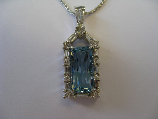 Aquamarine Pendant2-resized-600.jpg