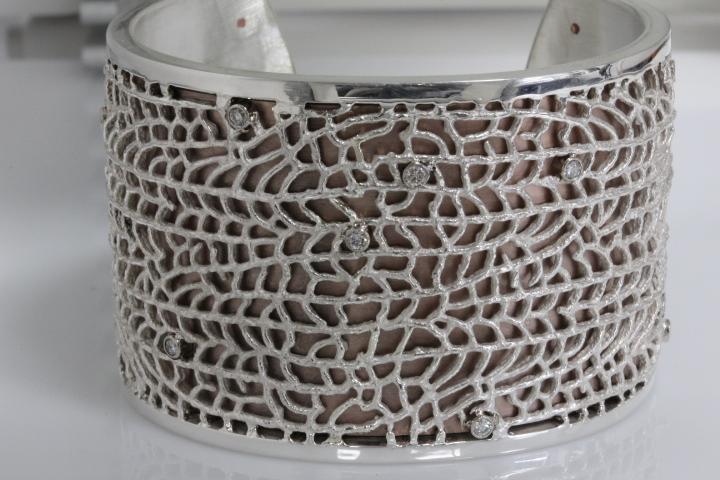 Fan Coral Bangle Bracelet