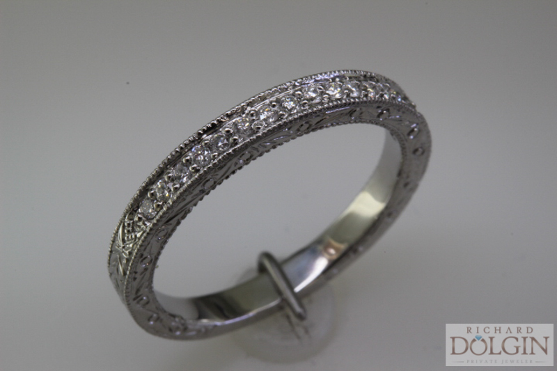 Angle view - Matching wedding band