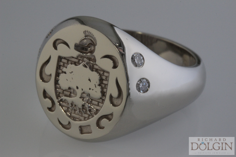 Signet ring with 4 diamonds