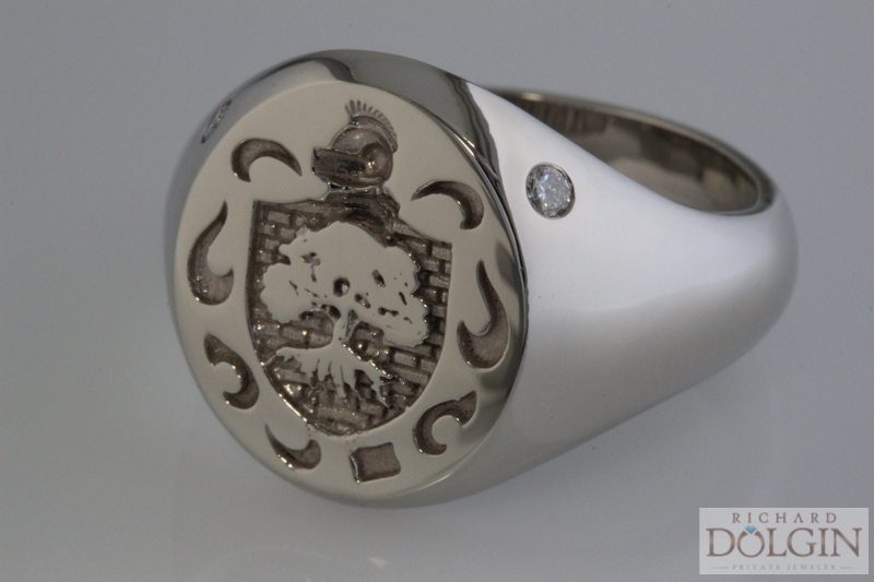 Signet ring with 2 diamonds