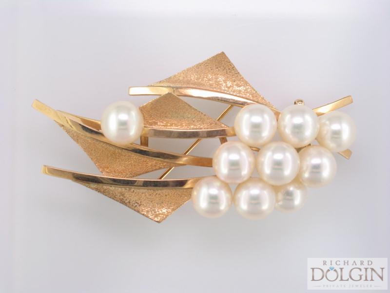 Cultured pearl sailing pin