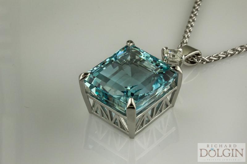 Aquamarine pendant with 1.0 ct Ascher cut diamond