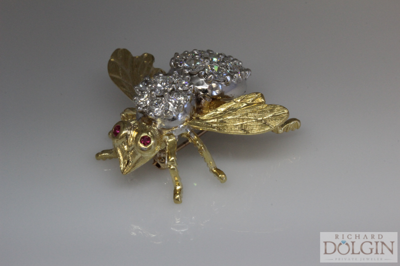 18 karat gold and diamond bee pin