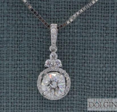 Round brilliant diamond centerpiece