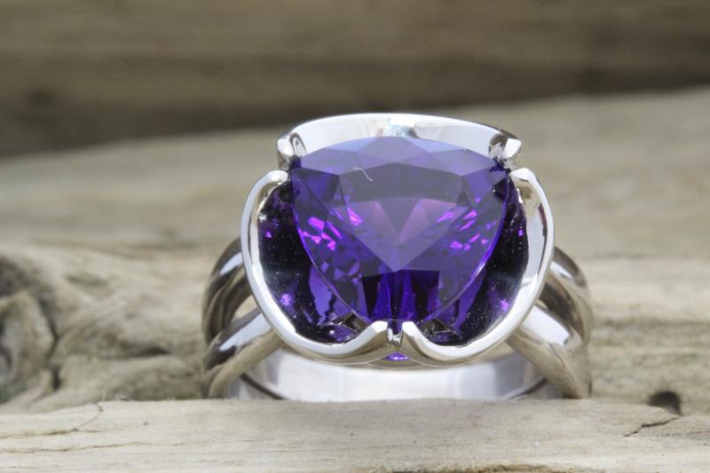 Amethyst floral design ring