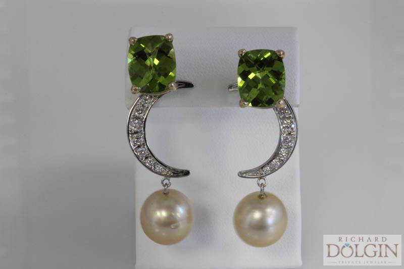 Cushion peridot with earring jackets