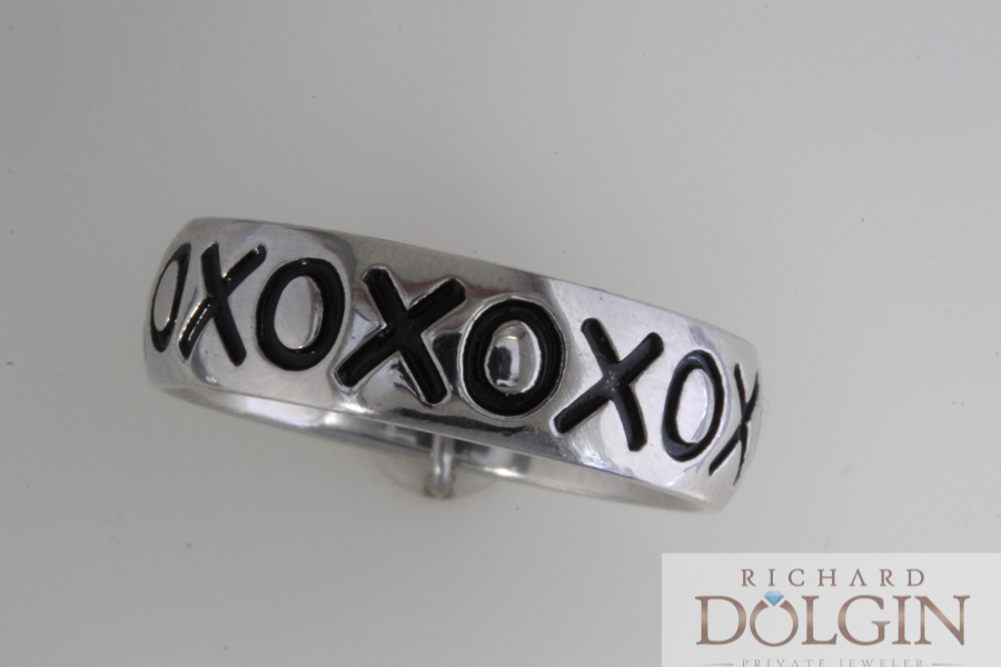 Custom made gents wedding band