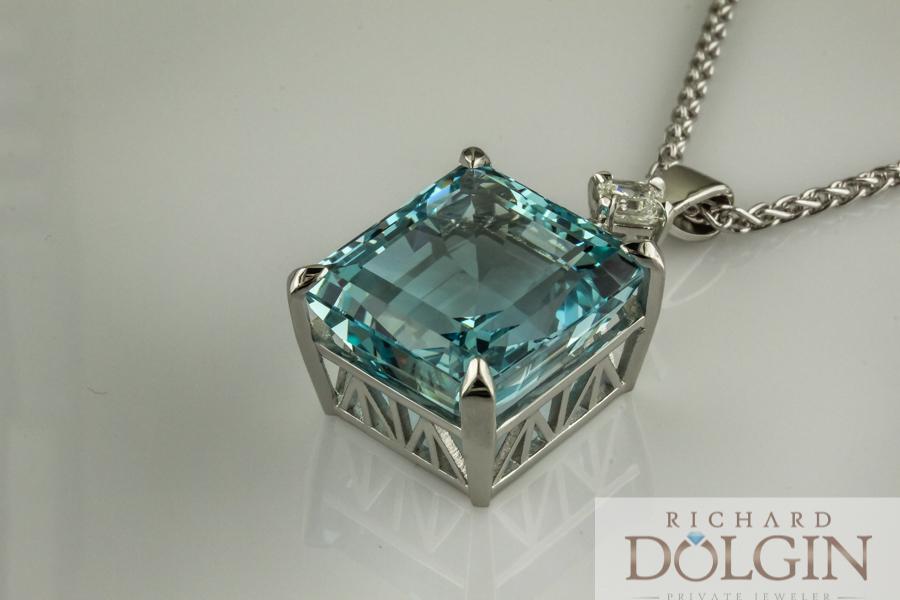 Aquamarine pendant set in platinum