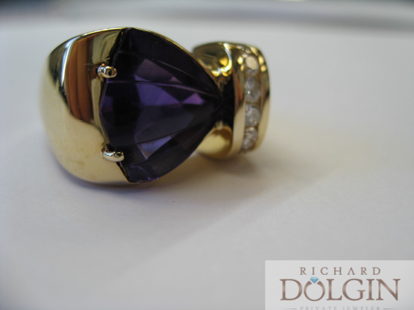 Amethyst ring with diamonds in 18k yellow gold
