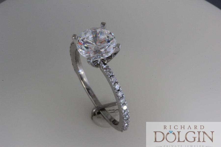 Round diamond with micro pave band