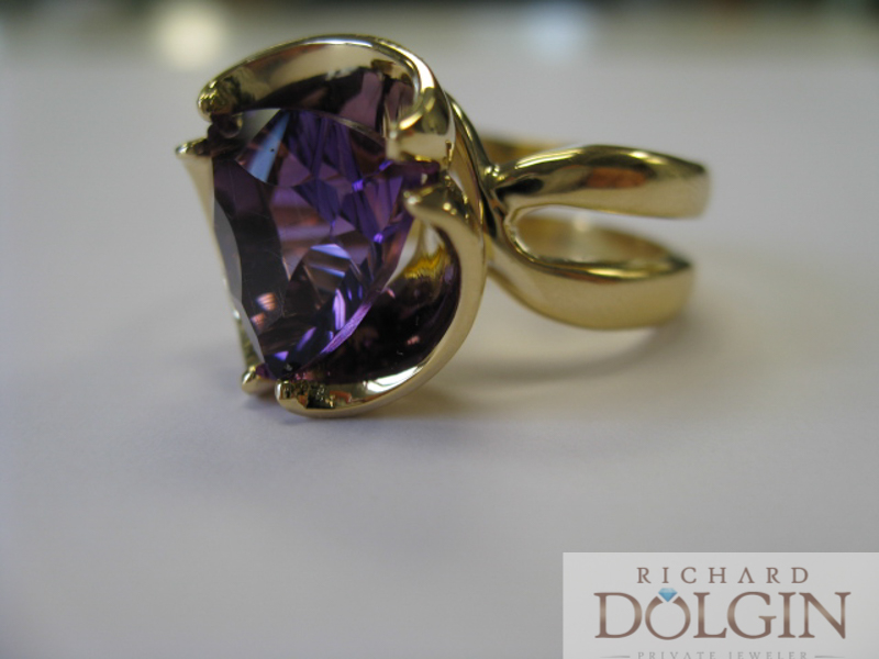 Trillion amethyst in 18k yellow gold