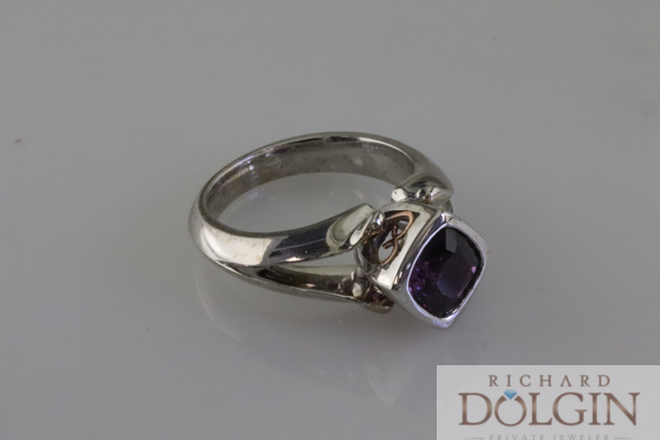 Purple sapphire set in rose and white gold
