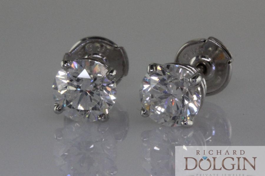 Diamond stud earrings set in white gold